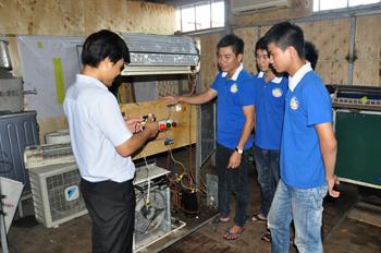Học nghề sửa chữa điện lạnh có tốt không